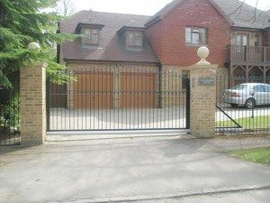 James Automation - Cantilever Sliding Gate Ascot - 1